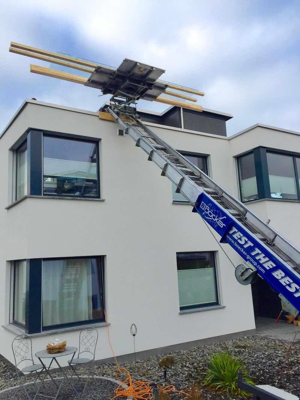 Transport einer 4 Meter Glasplatte mit dem Möbellift